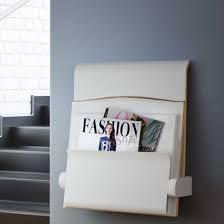 Klapsæde til væg med avisholder, for nem siddemulighed og nemmere rengøring. Solidt produkt
