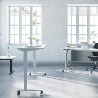 Billede af let hæve sænkebord med høj vandring
